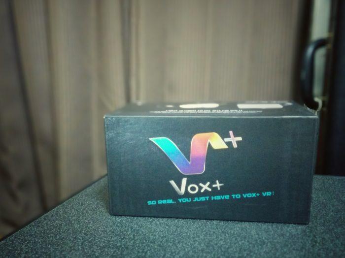 VOX VRゴーグルの外箱
